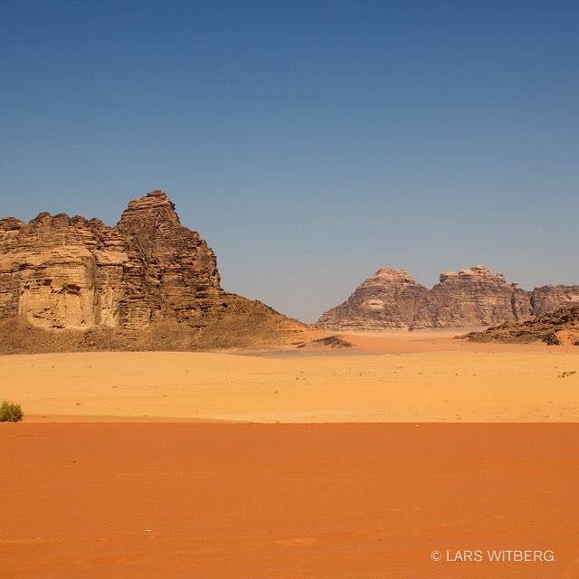 Amazing colors in the Wadi Rum desert of Jordan. Hot, dry and lifeless - but the colors are full of life.  #wadirum #jordan #desert #adventures #midleeast